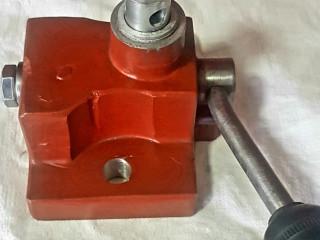 Prodajem razvodni ventil za IMT traktore