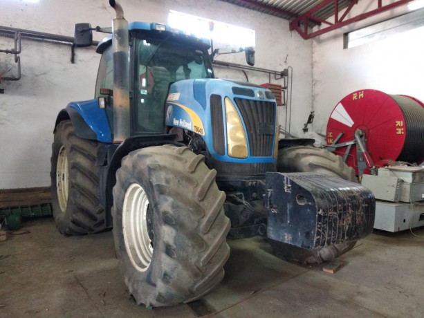 prodajem-traktor-new-holland-t8040-big-0